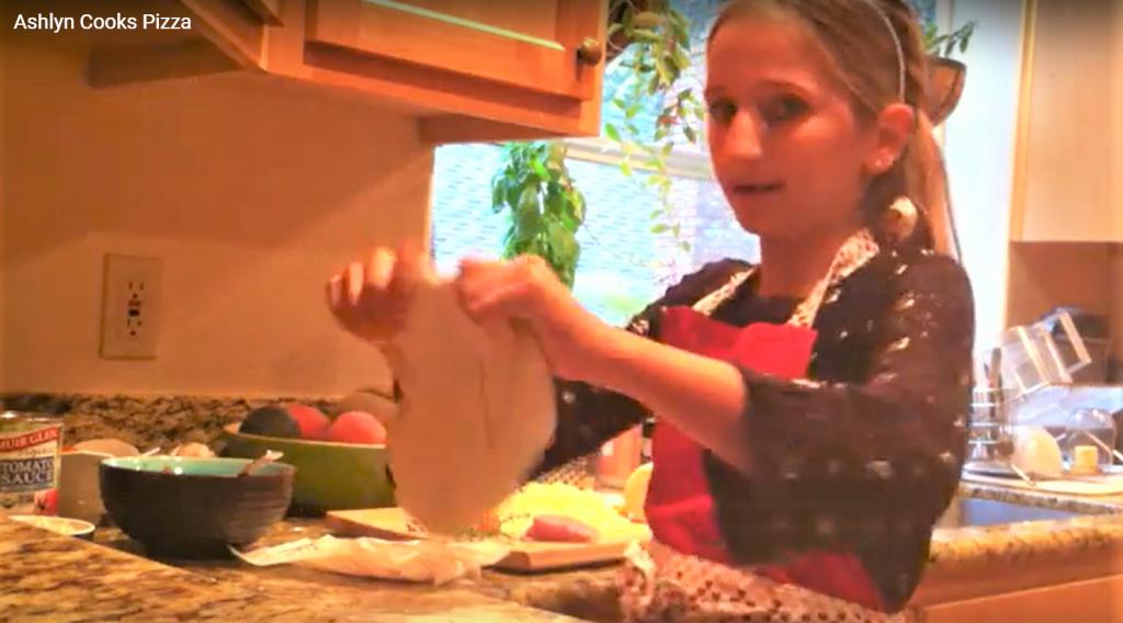 Ashylyn Schultz cooks pizza 2020